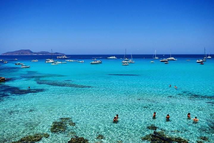 Ecco 10 spiagge d'Italia dove vivere a settembre l'ultimo bagno dell'estate