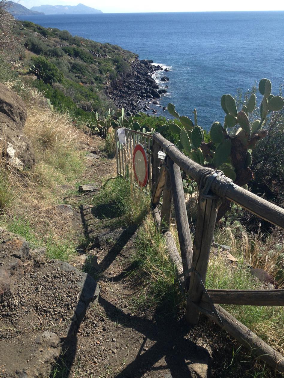 Erosione costiera all'Isola di Salina, ok al recupero della spiaggia di Rinella