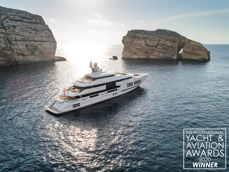 International Yacht & Aviation Awards, premiato l'Admiral Life Saga