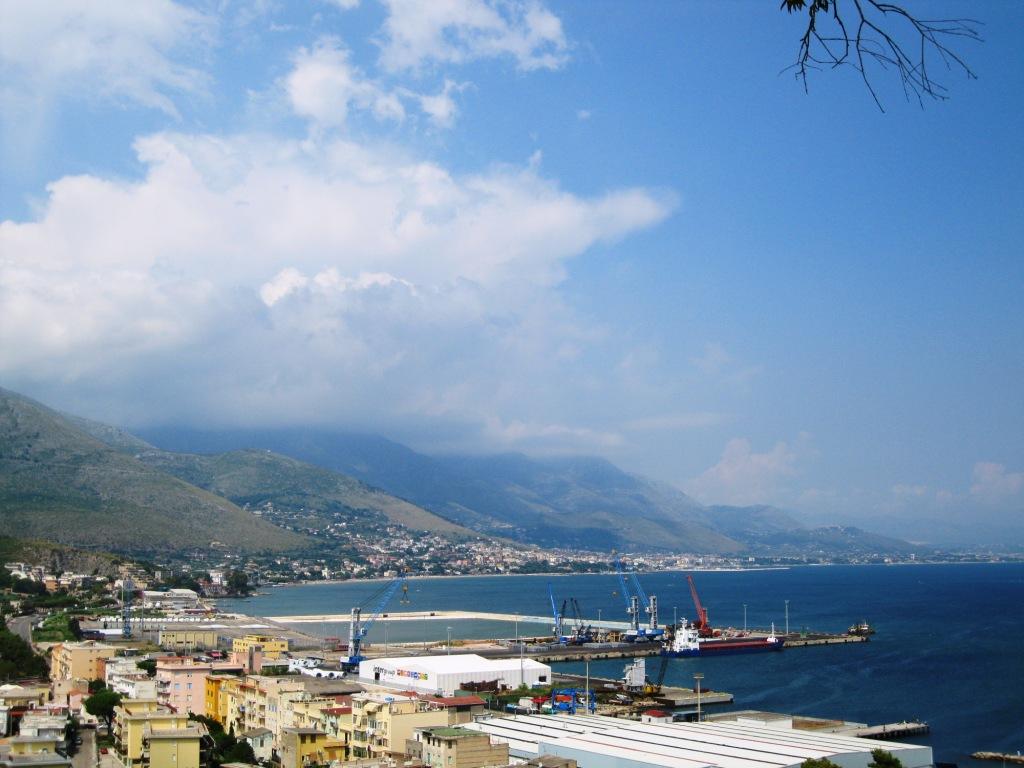 Nuovi piazzali sulle banchine del porto commerciale diGaeta