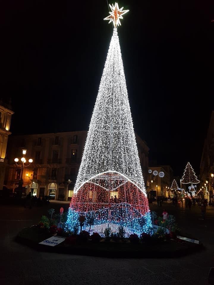 Catania accende Natale, segnale incoraggiamento contro la crisi del Covid